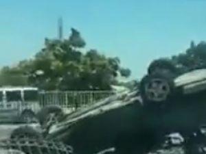 Eski Sanayi Köprüsü'nde araç bariyerlere uçtu