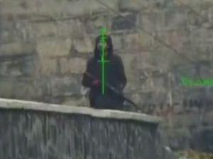 Silahlı terörist böyle vuruldu