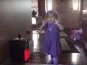 Küçük şarkıcı dansıyla hayran bırakıyor!