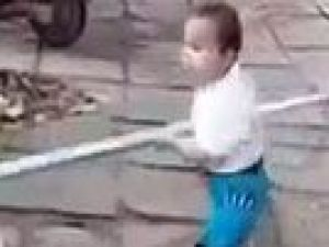 Küçük Çinli çocuk sinirlenirse...
