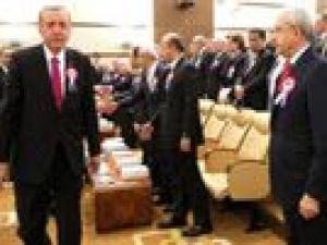 Cumhurbaşkanı Erdoğan Kılıçdaroğlu'nun elini sıkmadı