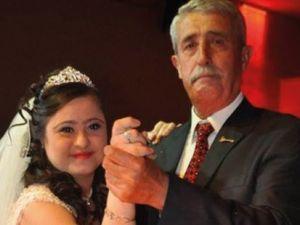 Down Sendromlu Kızı İçin Damatsız Düğün yapan baba