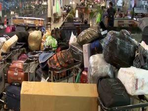 Patlamanın ardından valizler sahipsiz kaldı