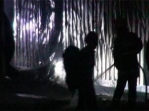 İşçilerin kaldığı konteynerlar yandı
