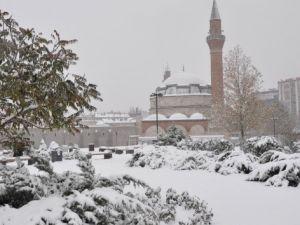 İç Anadolu'da kar yağışı etkili oluyor