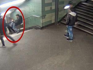 Almanya'da kadına tekmeli saldırı