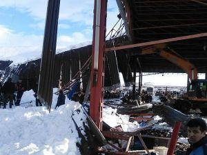 Son dakika...Pazar çatısı çöktü! Enkaz altında kalanlar var... Çok sayıda ambulans sevk edildi