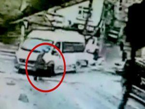 Kağıthane'de minibüsün yaşlı adamı ezme anı kameralara yansıdı