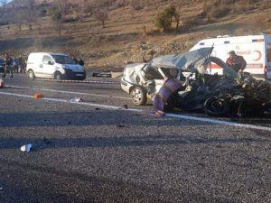Adıyaman'da tır ile otomobil çarpıştı: 4 ölü, 2 yaralı