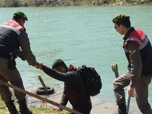 Göçmenler Manavgat Irmağı'nda yakalandı