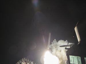 ABD Suriye'de rejime ait hava üssünü vurdu