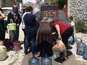 İzmir'de damacanalarla su çilesi