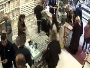 Yüzük hırsızı güvenlik kamerasına yakalandı