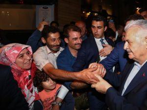 Başbakan vatandaşlarla çay içti