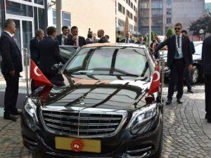 Cumhurbaşkanı Erdoğan'ın konvoyu güvenlik gerekçesiyle Hamburg'da bekletildi