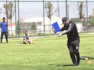 Mustafa Reşit Akçay'dan 'kolbastı' şov