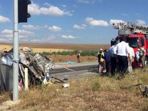 Çorum'da yolcu otobüsü ile otomobil çarpıştı: 3 ölü, çok sayıda yaralı