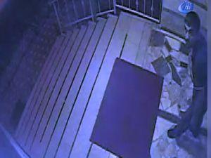 Adana'da kamerayı gören hırsız şaşkına döndü