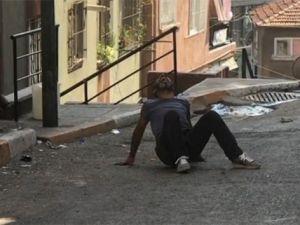 Bonzai krizine giren genç kendini yerden yere vurdu