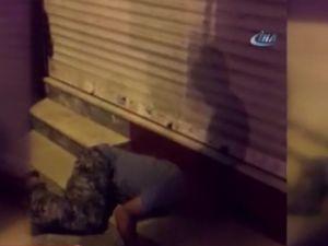 Aldığı uyuşturucunun etkisiyle caddenin ortasına yığıldı
