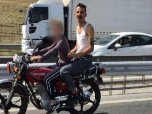 Motosikletli çocuk sürücü ölüme meydan okudu