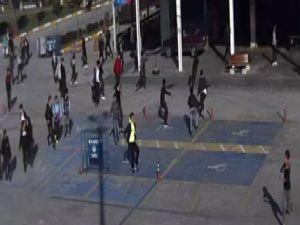 Lise öğrencilerinin bıçaklı kavgası kamerada
