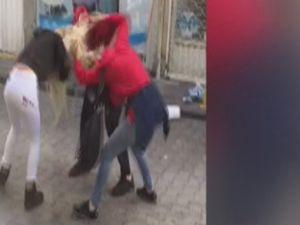 Genç kızlar saç saça baş başa kavga etti