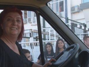 Unuttuğu çantayı getirmeyen şoföre kızıp servis şoförü oldu