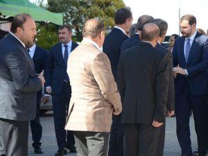 Bakan Albayrak, Şehit evini ziyaret etti