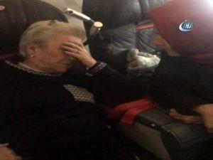 Bakan Kaya, uçakta fenalaşan yolcuya müdahale etti