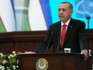Okuduğu şiir Özbekistan Parlamentosu'nu coşturdu