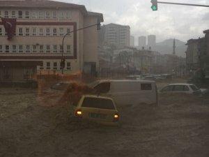 Ankara'da sel felaketi: 6 yaralı