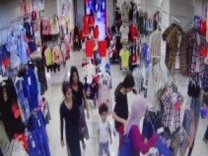 Kadın hırsızlar, alışveriş yapmaya gelen genç kadını soydu!