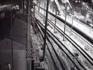 İşte Ankara'daki hızlı trenin çarpışma anı! (Ankara tren kazası görüntüleri)