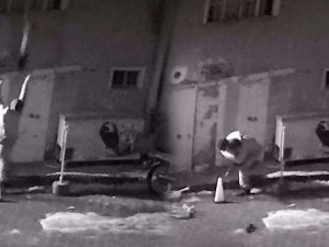 Çocukların yanan evden kurtarılışı güvenlik kamerasına yansıdı